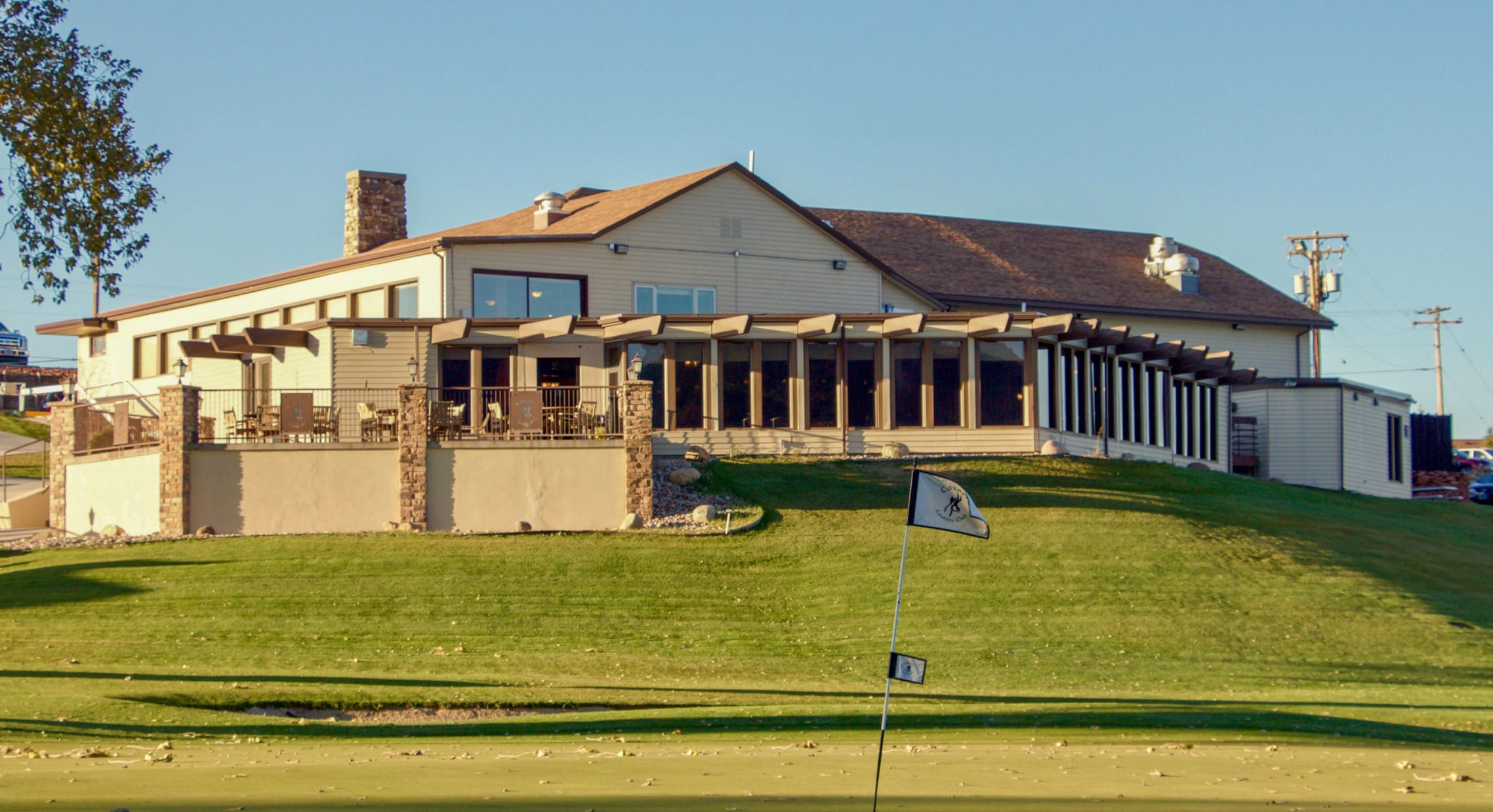 casper country club clubhouse seen from course